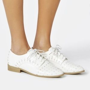 Justfab Looks Good White  Lace-up Oxford Flat